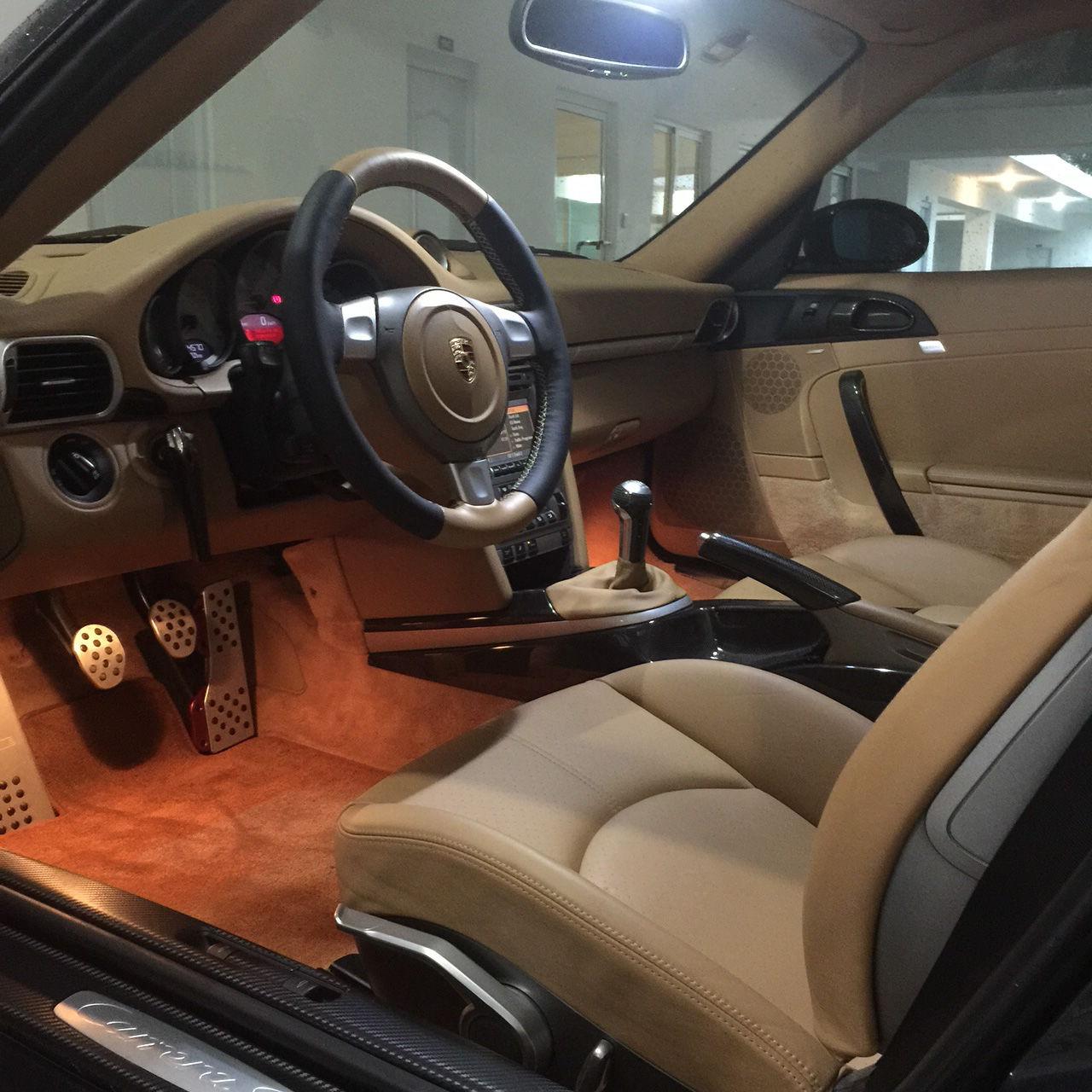 Poner vinilo en coche simple poner la pelcula en la lmpara y luego rociar la cantidad pegando - Poner luz interior coche ...