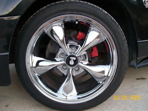 Front rim with red caliper.