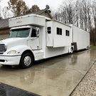 United Toterhome with Liftgate Trailer