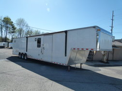 2005 44' PACE SHADOW LOUNGE TRAILER