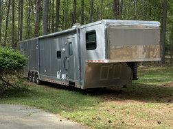 Car Hauler with living quarters