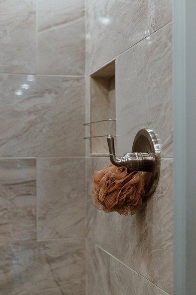 2019 Showhauler / 5 beds / 2 full bathrooms / 4 slides /600h  for Sale $399,999