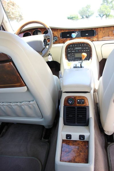 2000 Jaguar XJ-Series Vanden Plas 4dr Sedan  for Sale $7,900