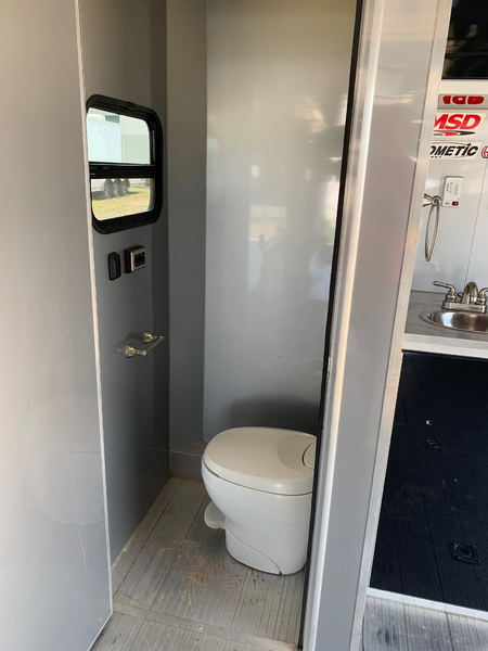 34ft Intech with lift and bathroom   for Sale $42,500