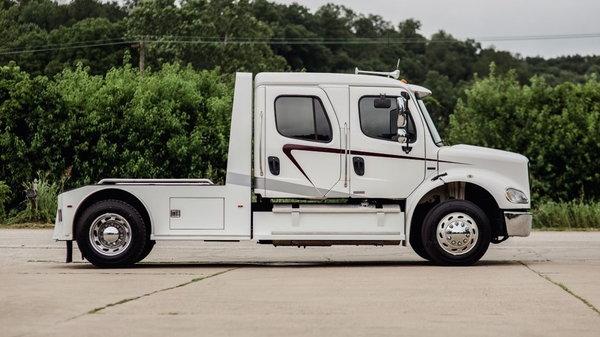2009 FREIGHTLINER M2-112 2L SPORT HAULER  for Sale $92,500