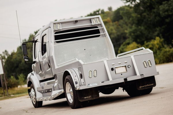 2013 FREIGHTLINER SPORTCHASSIS DD13 450HP  for Sale $129,950