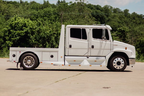 2002 FREIGHTLINER SPORTCHASSIS CAT 300HP  for Sale $49,500
