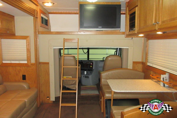2007 Renegade Twin Screw Toter with Bedroom