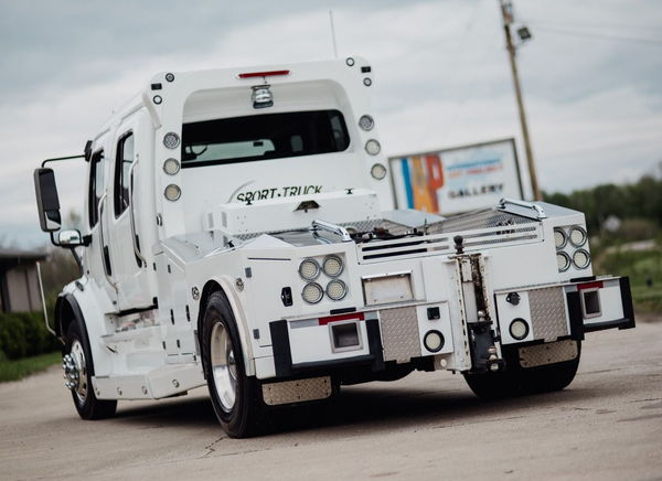 FREIGHTLINER M2-112 ARIZONA SPORT TRUCK - BIG BLOCK - AS NEW  for Sale $138,500