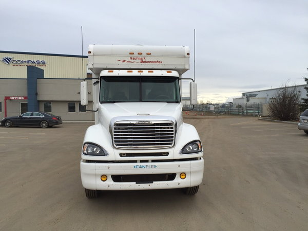2006 Haulmark Toterhome with air conditioned Garage  for Sale $90,000