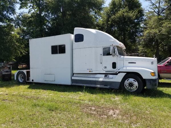 1995 Freightliner Classic Toterhome   for Sale $13,800
