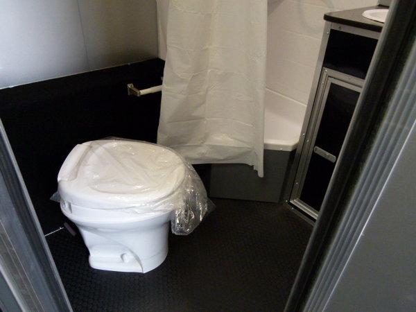 2019 44' VINTAGE PRO-STOCK BATH ROOM