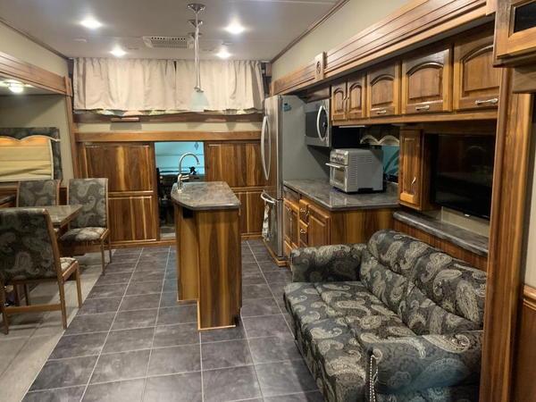2015 Haulmark 4504HB   for Sale $389,000