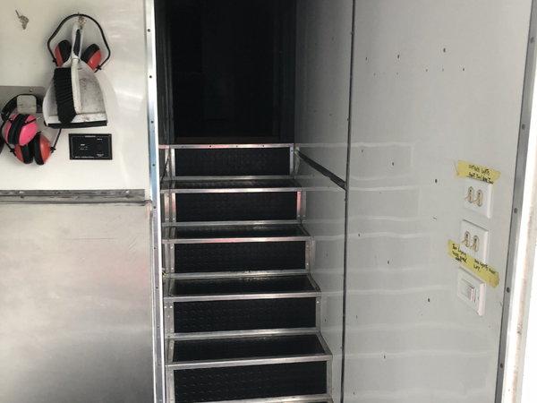 2010 Peterbilt 1999 Phoenix 48' stacker trailer combo&