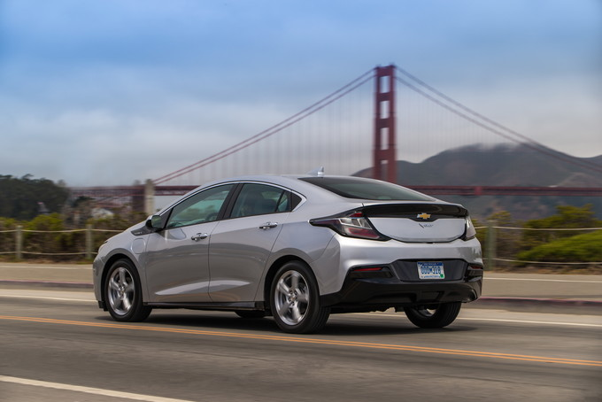 Three Years Into Its Cur Model Cycle The 2018 Chevrolet Volt Scores Points For Epa Estimated 53 Mile Electric Only Range Ride Quality