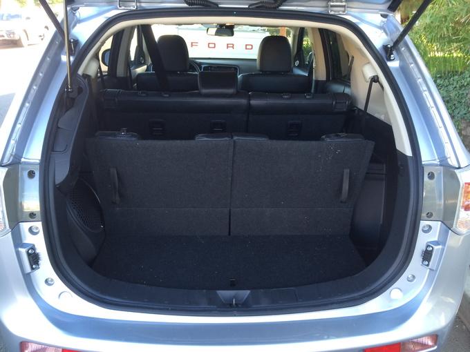 2014 Mitsubishi Outlander GT trunk