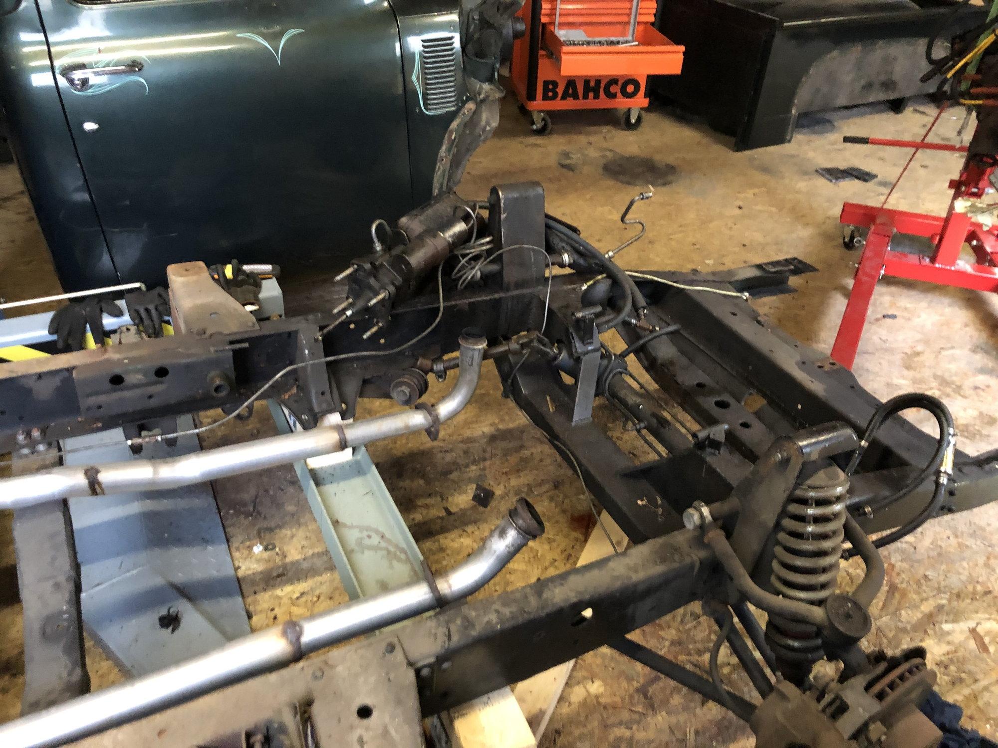 DEA//TTPA A5581 Engine Mount Front Left or Right Fits Silverado Sierra 4.3L