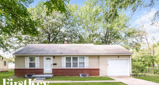 Image of 10119 Hillcrest Rd in Kansas City, MO