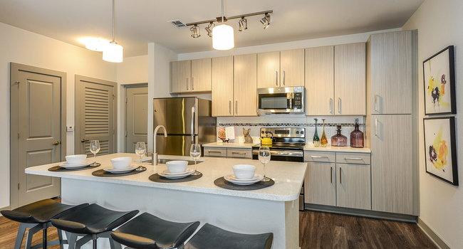 Aurora 136 Reviews Tampa Fl Apartments For Rent Apartmentratings