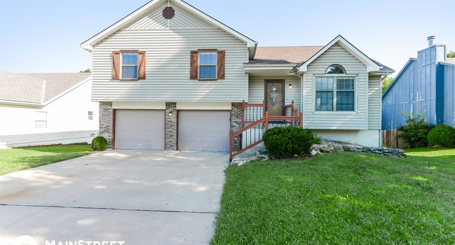 Image of 118 W Laredo Trail in Raymore, MO
